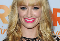 Beth-behrs-makeup-ideas-side